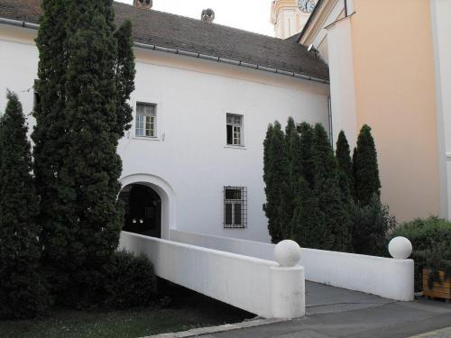 Kodály Intézet bővítésének építészeti kérdései